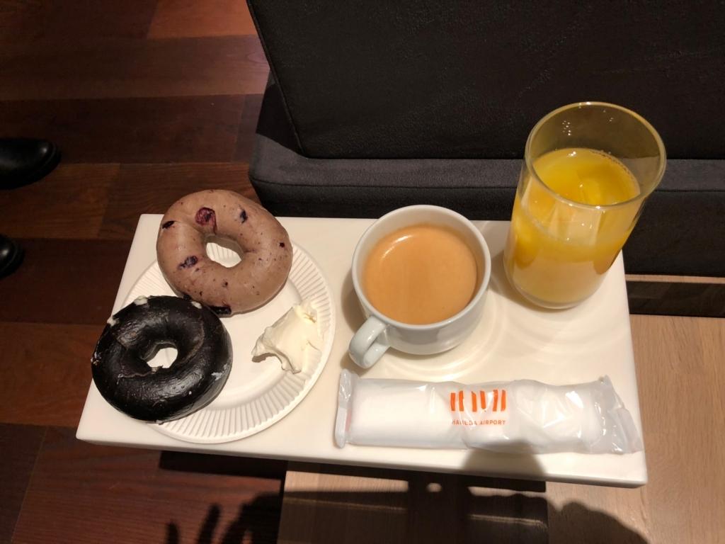 羽田空港第2ターミナル エアポートラウンジ で朝食