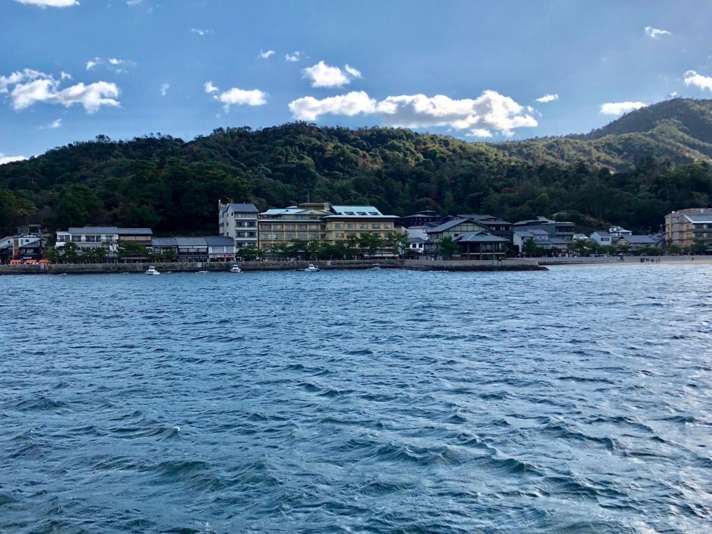 JR西日本 宮島フェリー 宮島桟橋に到着