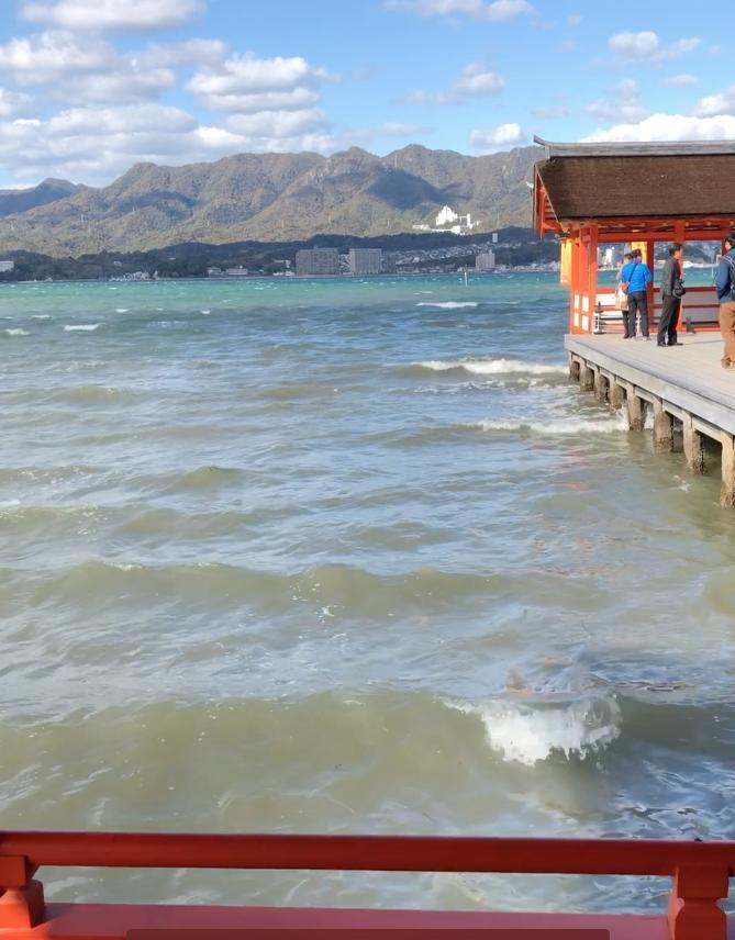 広島県 宮島 厳島神社 満潮 海の波