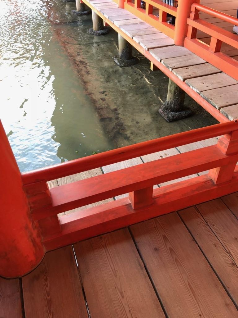 広島県 宮島 厳島神社 満潮時 波のある日の海面