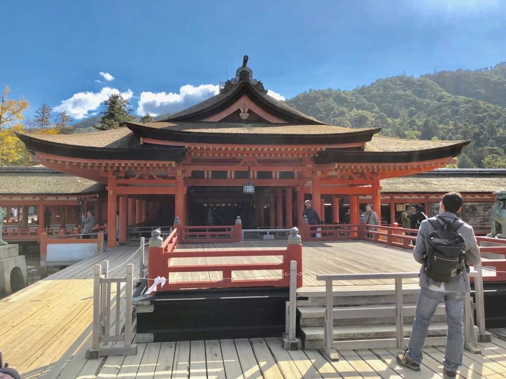 広島県 宮島 厳島神社 高舞台と奥に本殿