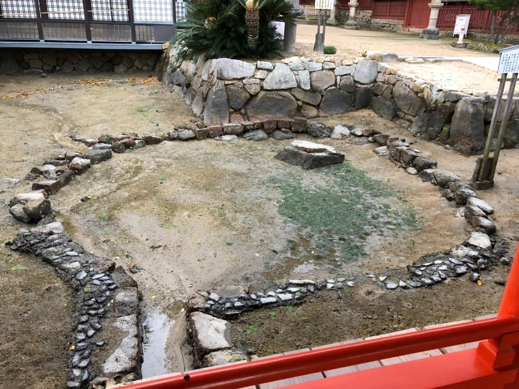 広島県 宮島 厳島神社 干潮の 卒堵婆石
