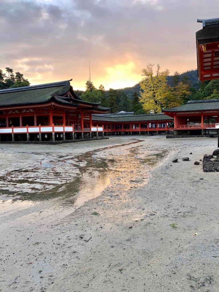 広島県 宮島 厳島神社 干潮 卒堵婆石への潮の道