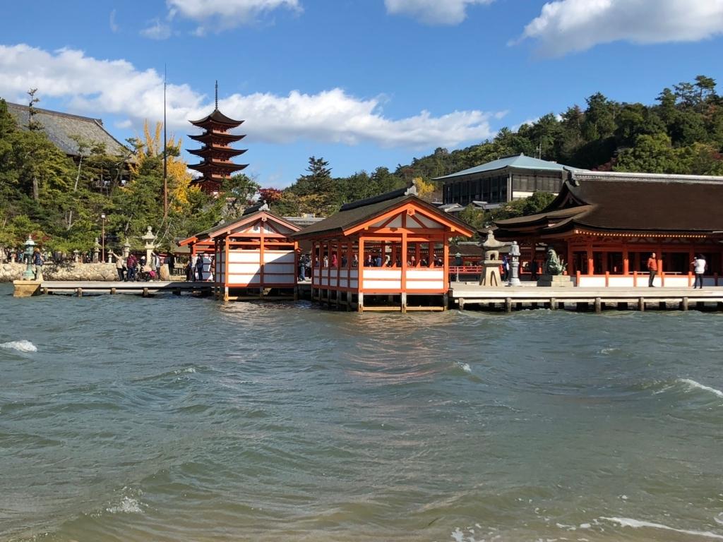 広島県 宮島 厳島神社 休日正午頃 西側から