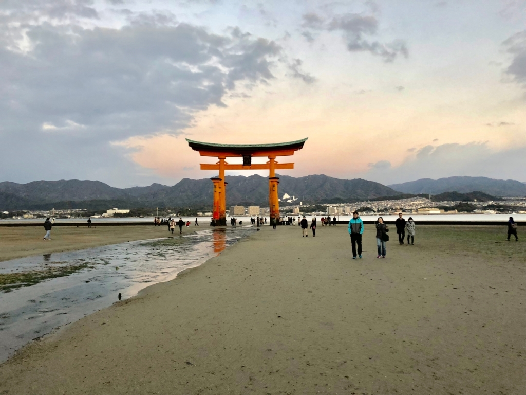 広島県宮島 厳島神社 干潮60cm 干潮後15分後 島側から大鳥居