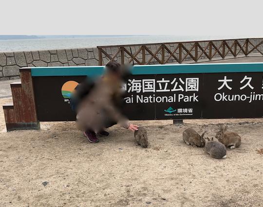 2017年11月連休後半 うさぎ島(大久野島)第2桟橋 パネルの前で記念撮影
