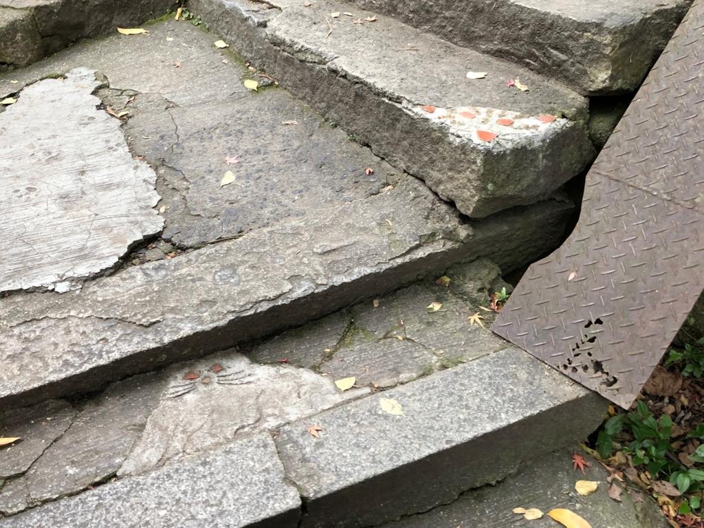 広島県 尾道 「猫の細道」階段角に 猫アート