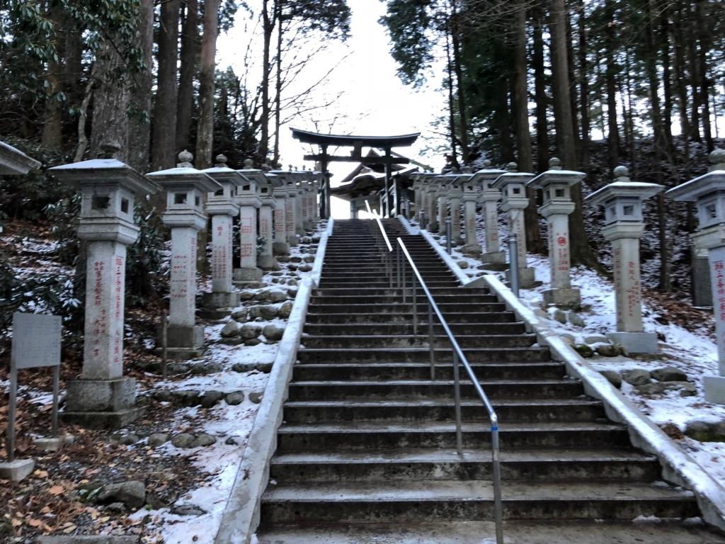 奥秩父 三峰神社 遥拝殿への階段