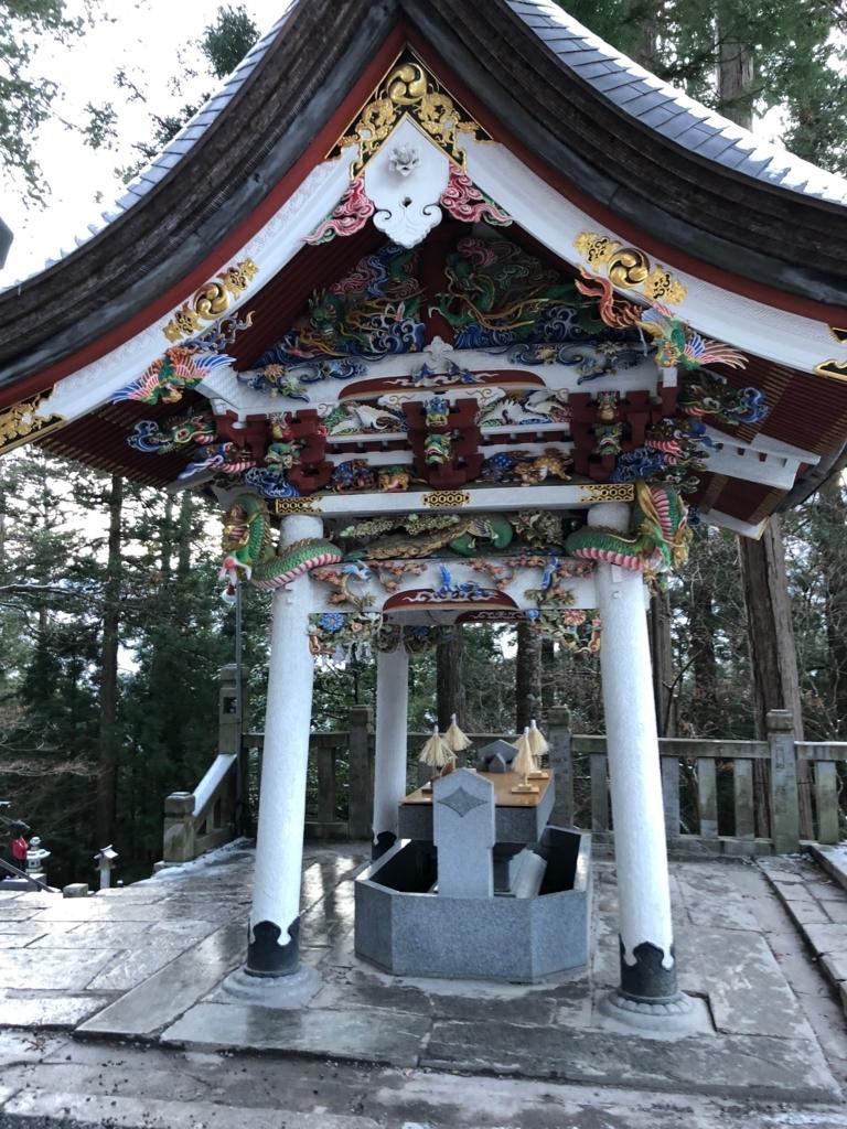 奥秩父 三峰神社 拝殿前 手水舎