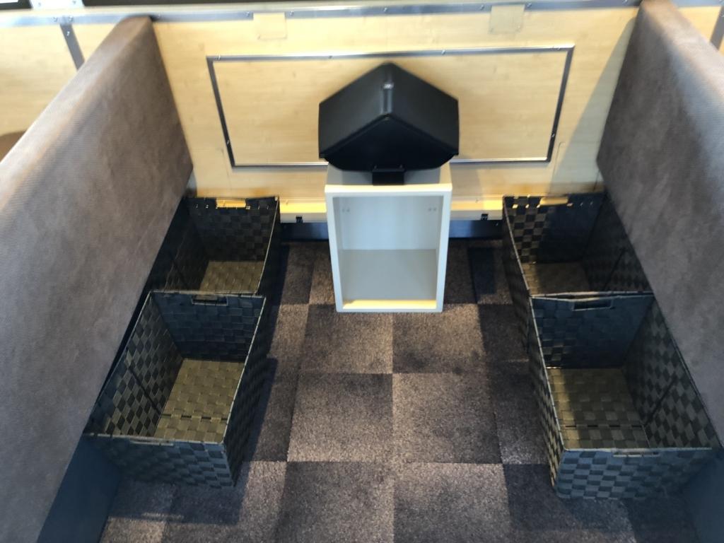 西武鉄道『西武 旅するレストラン「52席の至福」』客車 荷物置き場