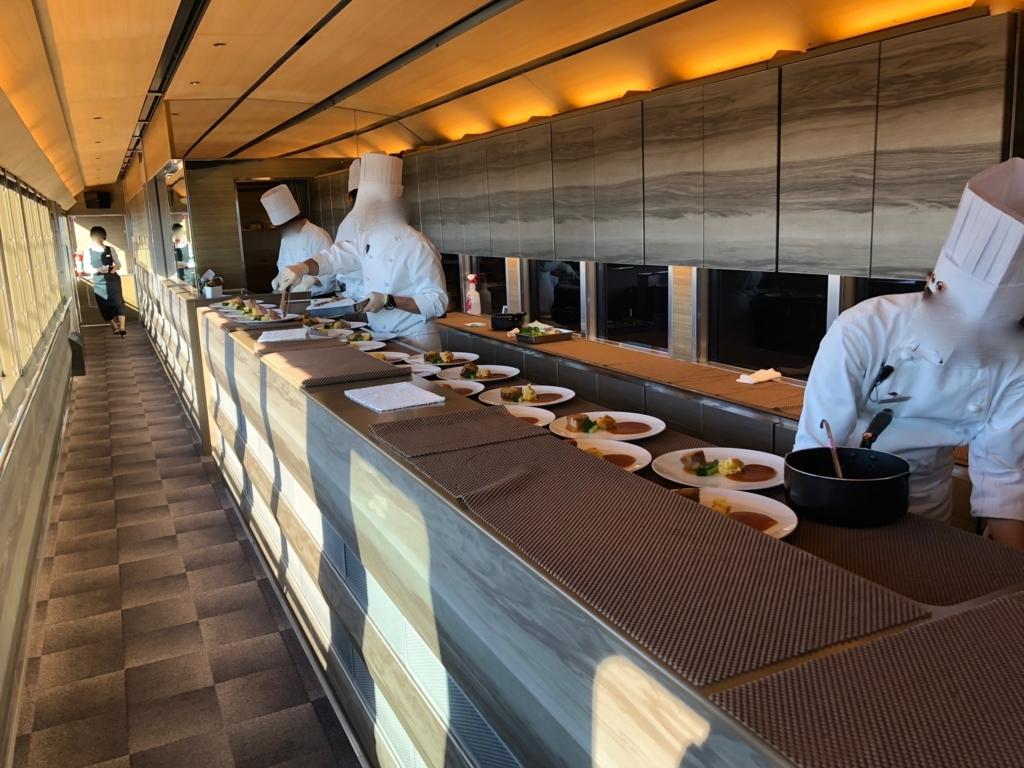 西武鉄道『西武 旅するレストラン「52席の至福」』3両目 車内 キッチンカー