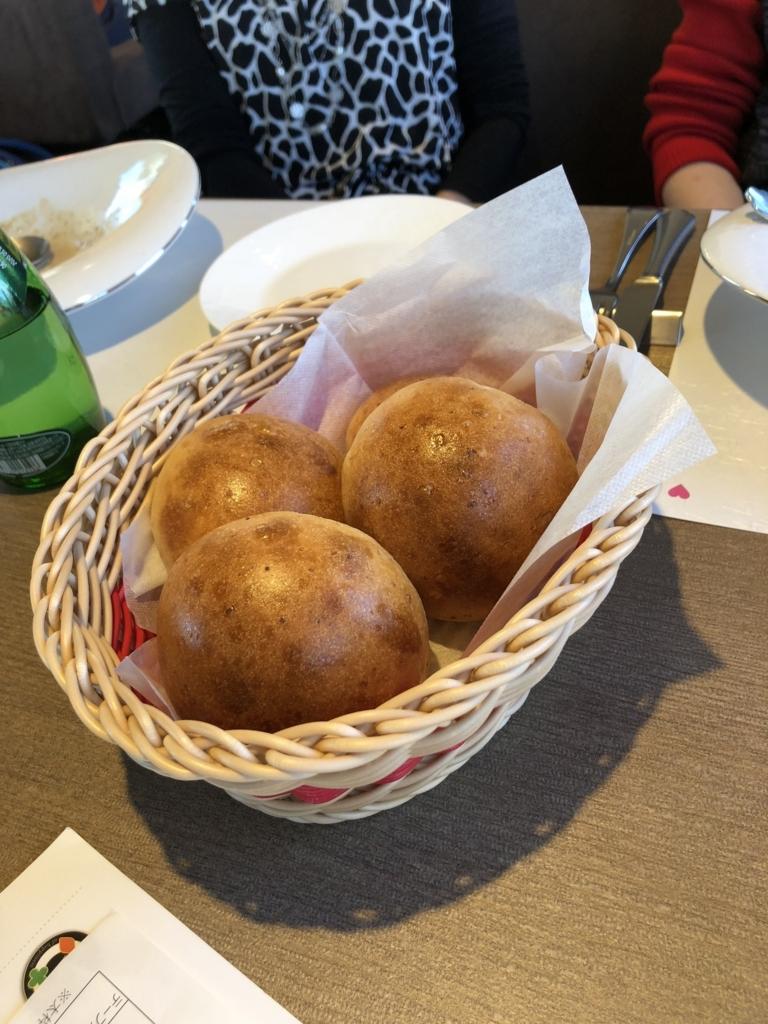 西武鉄道『西武 旅するレストラン「52席の至福」』12月ブランチコース パン