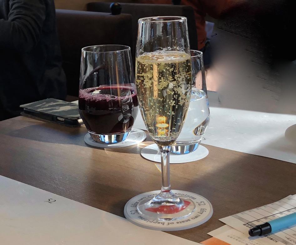 西武鉄道『西武 旅するレストラン「52席の至福」』ドリンク スパークリングワイン、グレープジュース