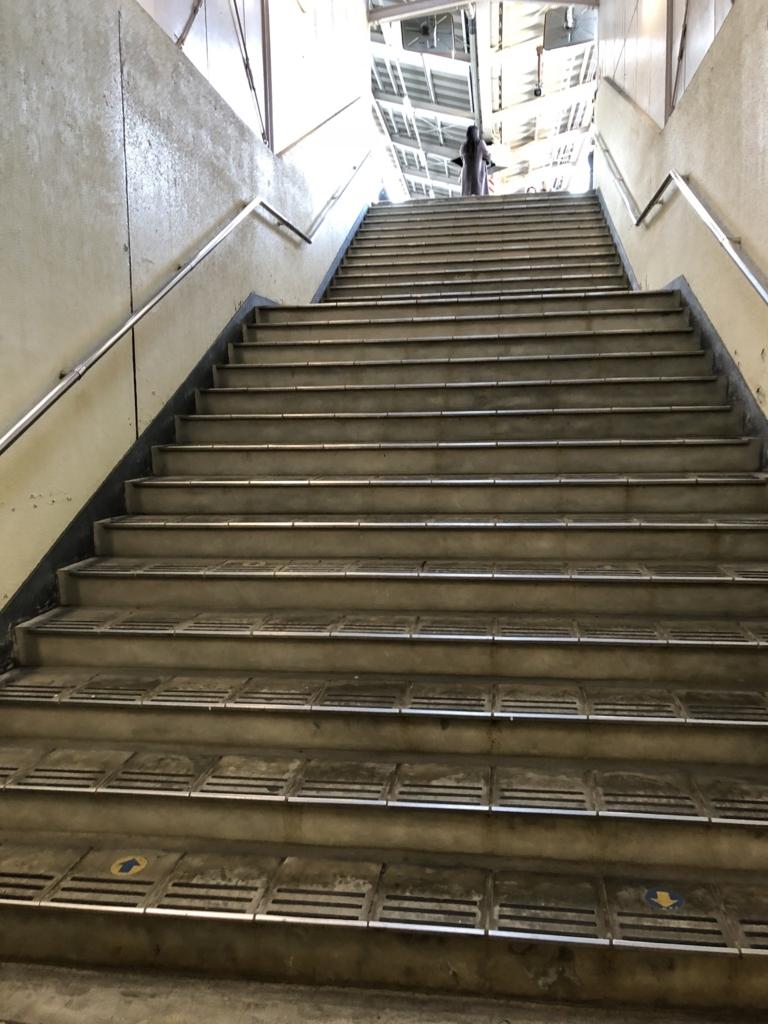 西武秩父線 芦ヶ久保駅 ホームは階段の上
