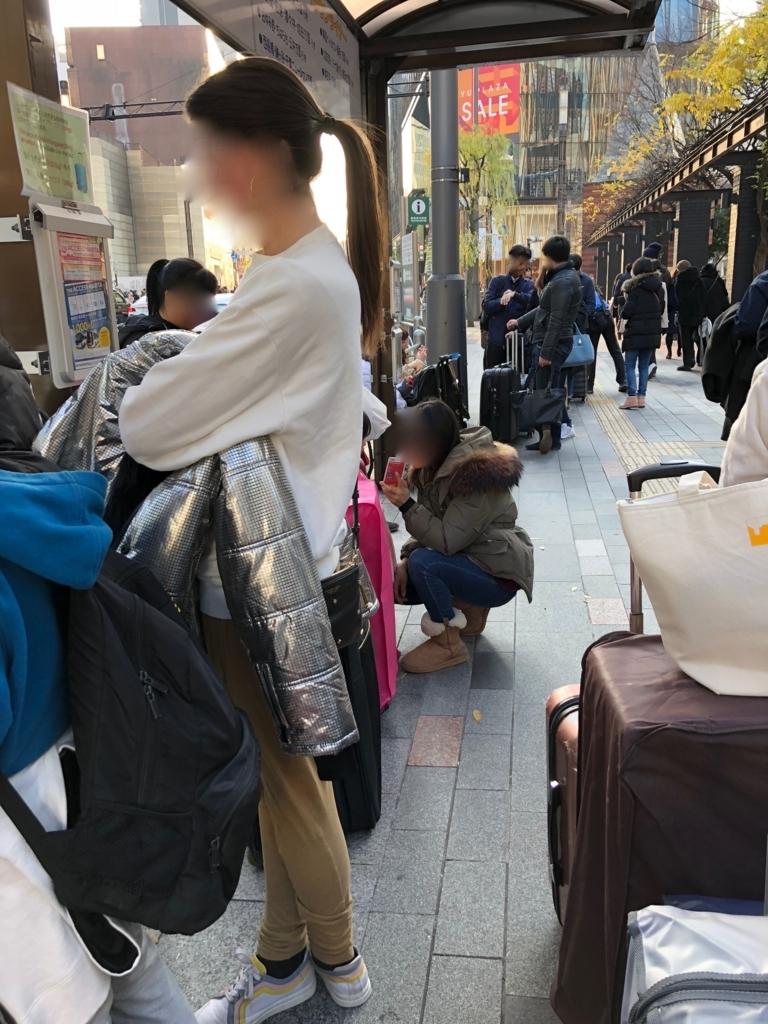 THE アクセス成田 銀座駅 乗り場 乗車待ちの長い列