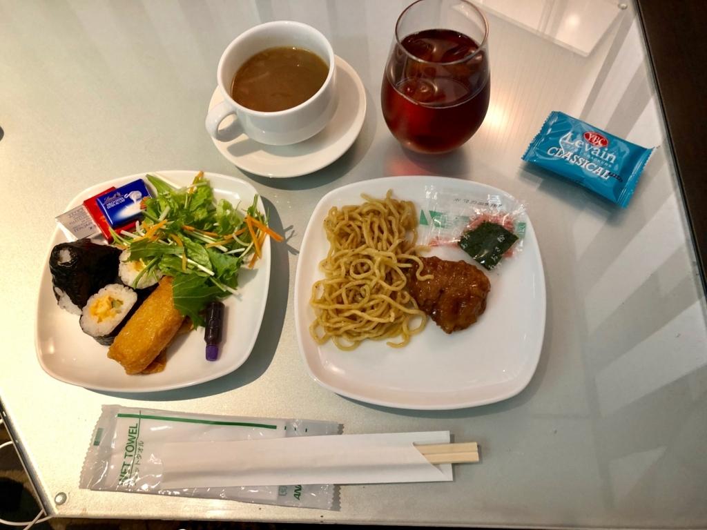 成田空港 国際線 第一ターミナル ANA ラウンジ で夕食?