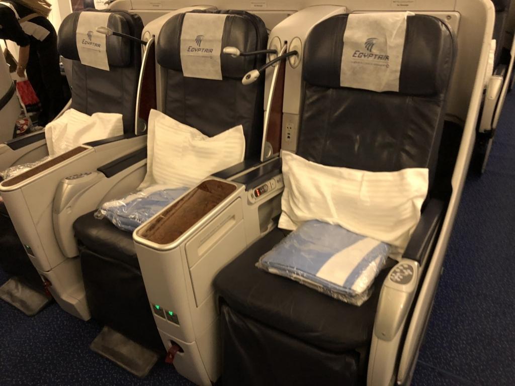 エジプト航空 MS965 成田空港か-カイロ空港 ビジネスクラス 座席