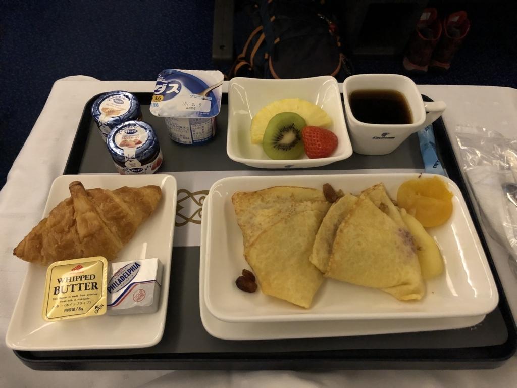 エジプト航空 MS965 ビジネスクラス 3回目の食事 パンケーキ