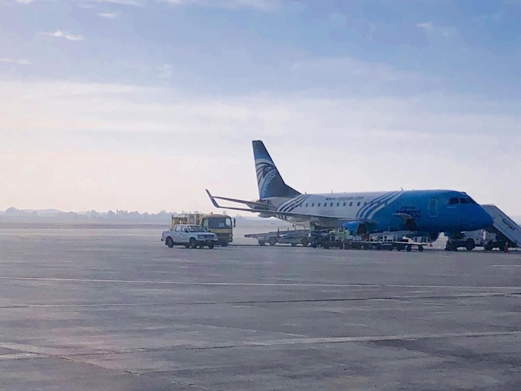 ルクソール空港 早朝