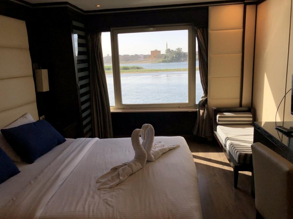 エジプト ナイル川クルーズ船 MS/PREMIUM 3階客室 走行中