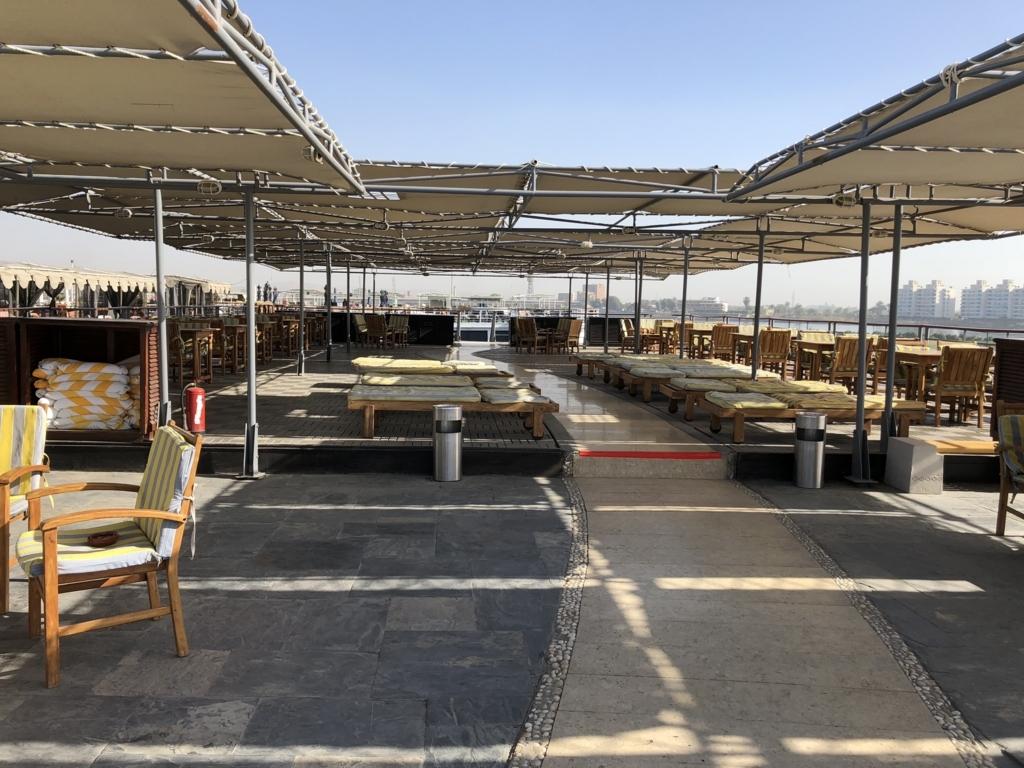 エジプト ナイル川クルーズ船 MS/PREMIUM 5階 展望デッキ たくさんの椅子