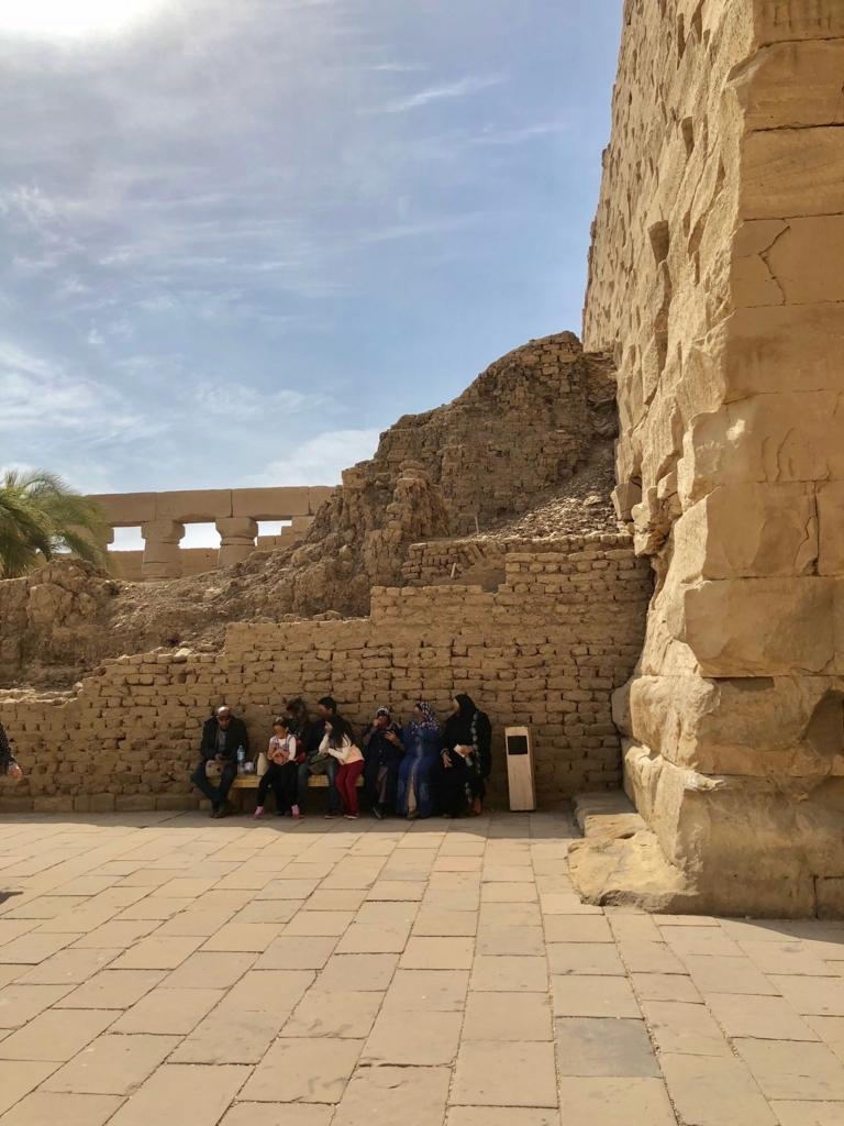 エジプト ルクソール カルナック神殿複合体 アメン神殿 の第一塔門裏側 建造中のまま width=