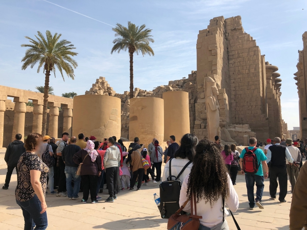 エジプト ルクソール カルナック神殿複合体 アメン神殿 の第一中庭
