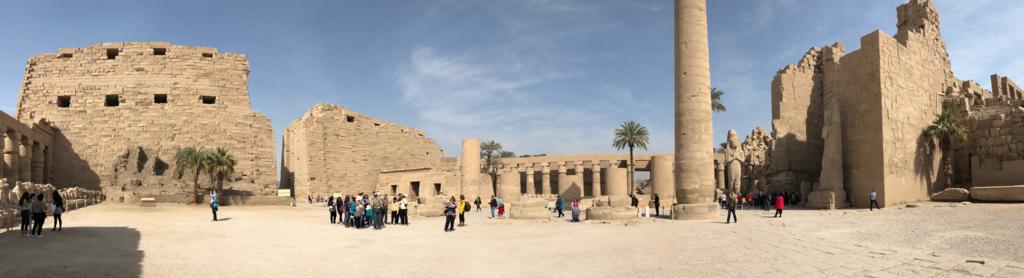 エジプト ルクソール カルナック神殿複合体 アメン神殿 の第1塔門から第2塔へのパノラマ写真