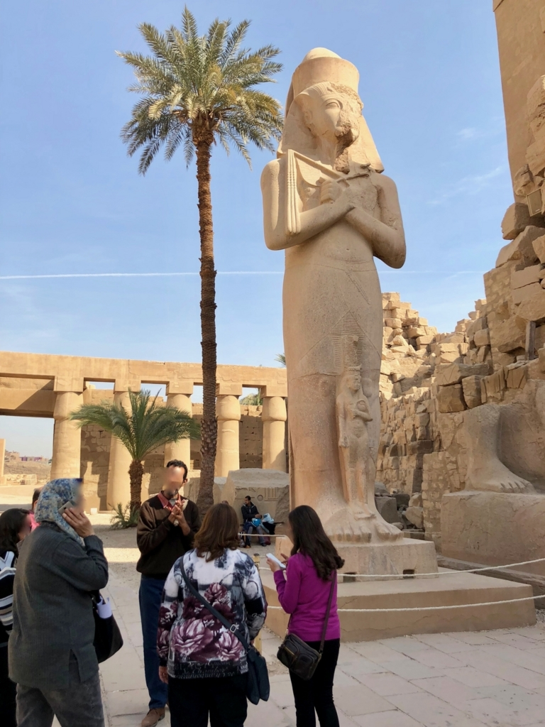 エジプト ルクソール カルナック神殿複合体 アメン神殿 の第二塔門 ラムセス2世像