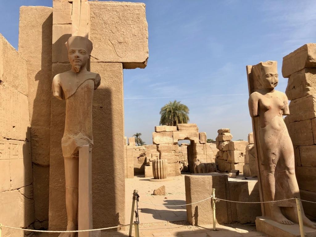エジプト ルクソール カルナック神殿複合体 アメン神殿 アメン神の姿のツタンカーメン像