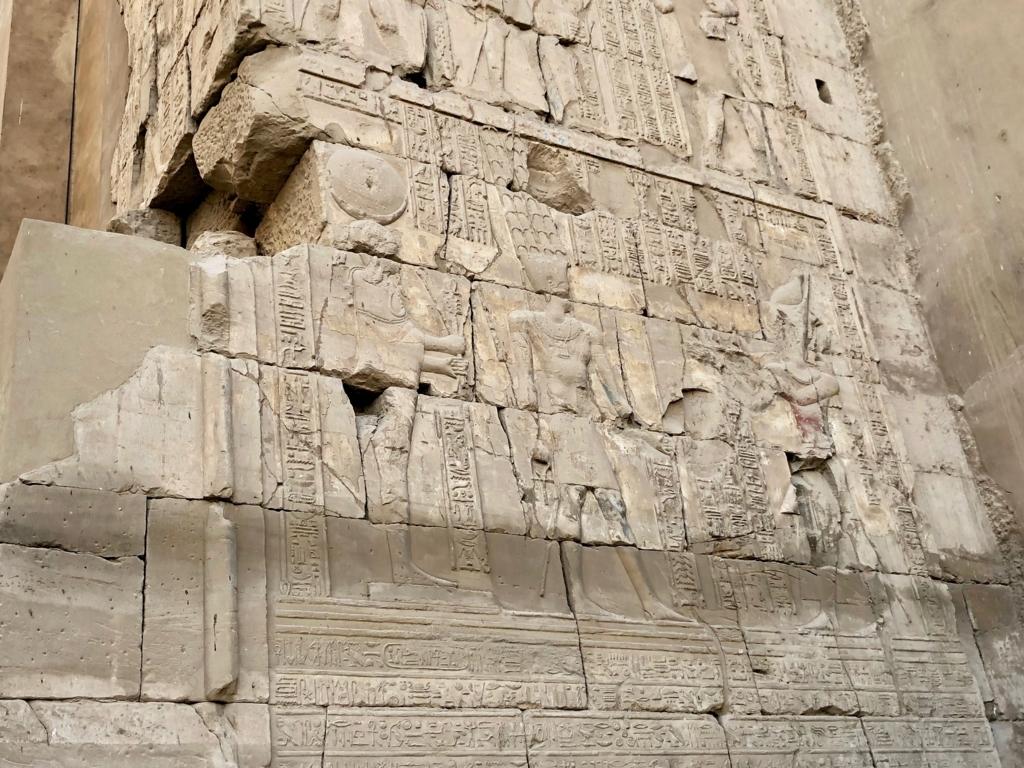 エジプト ルクソール カルナック神殿複合体 アメン神殿 の第二塔門 レリーフ
