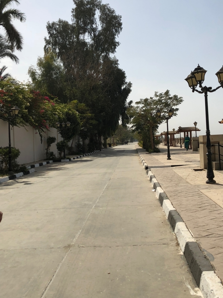 エジプト ルクソール ナイル川沿い 遊歩道 ウオーキング