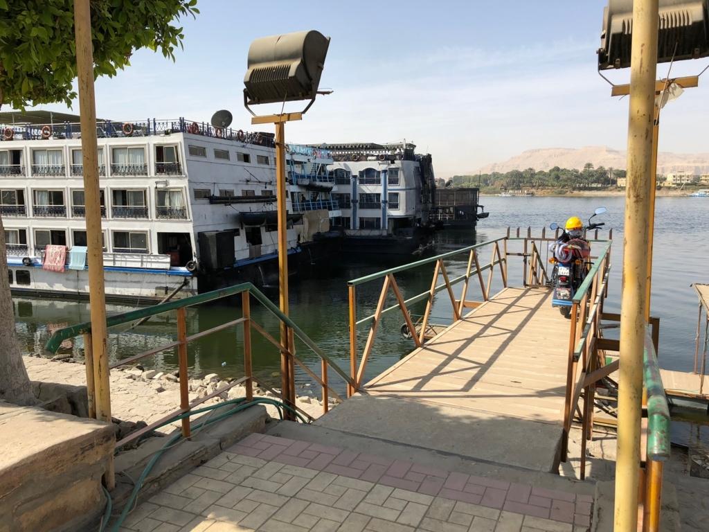 エジプト ルクソール ナイル川沿い ウオーキング 船着場