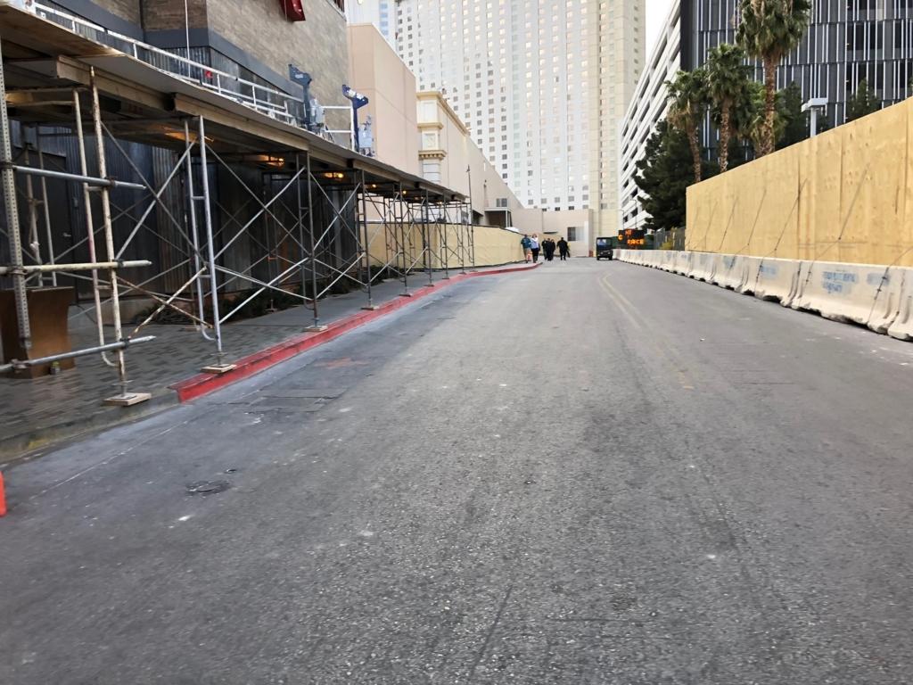 2018年2月 ラスベガス モンテカルロホテル外 ストリップ出口への道