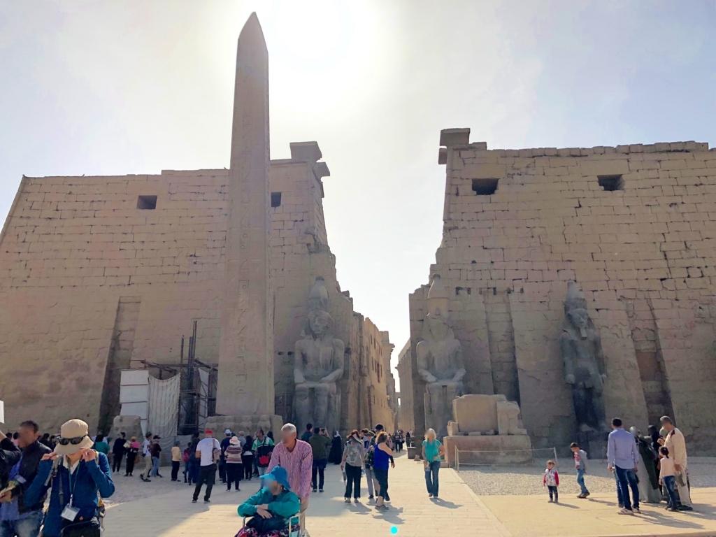 エジプト ルクソール東岸 ルクソール神殿 入り口 第一塔門