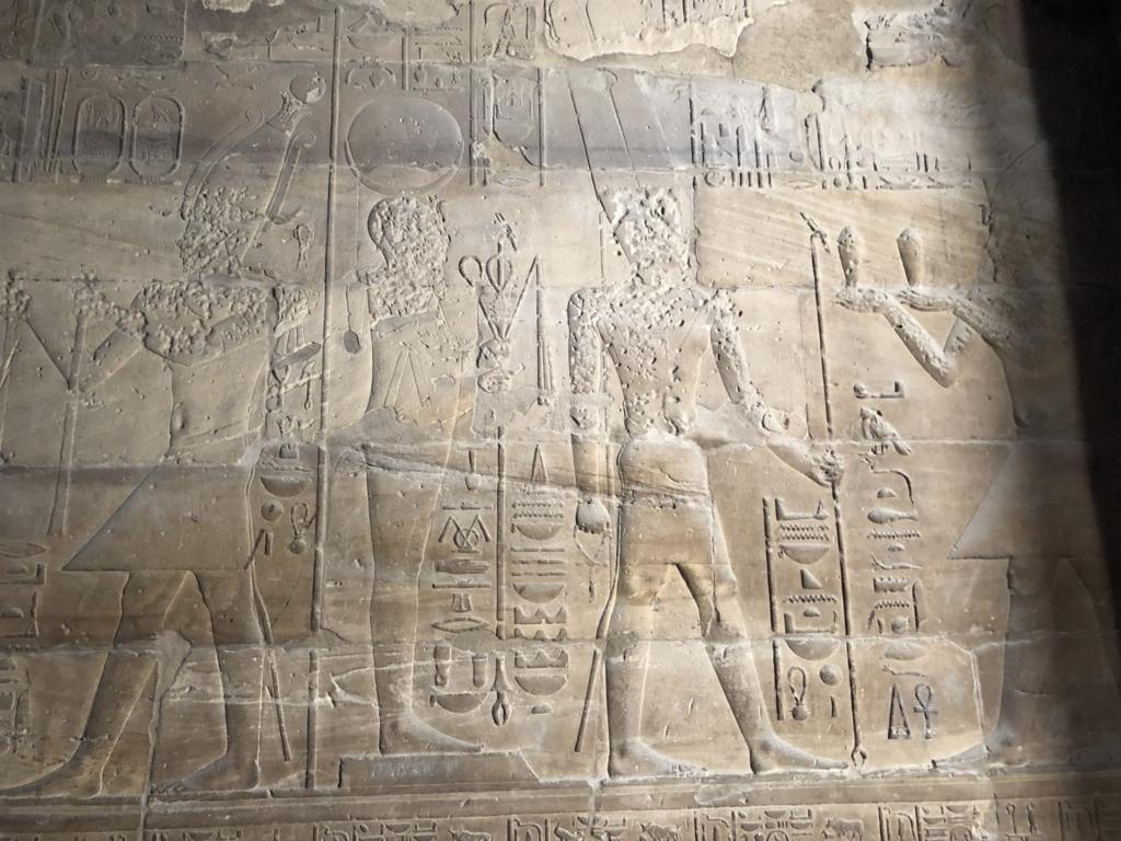 エジプト ルクソール東岸 ルクソール神殿 破壊されてしまった壁画
