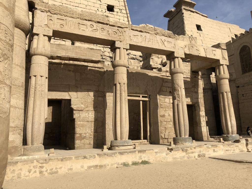 エジプト ルクソール東岸 ルクソール神殿 第一中庭 ハトシェプスト小祠堂