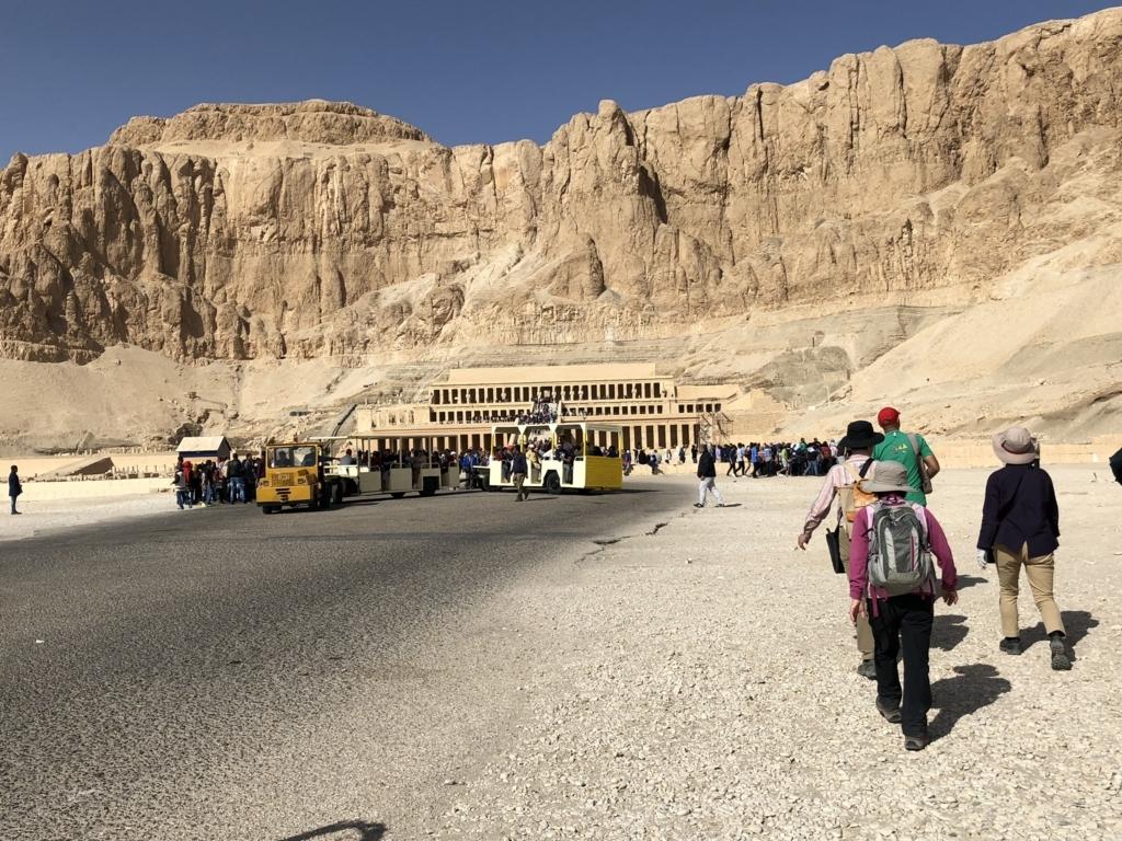 エジプト ルクソール 西岸 ハトシェプスト女王葬祭殿へ