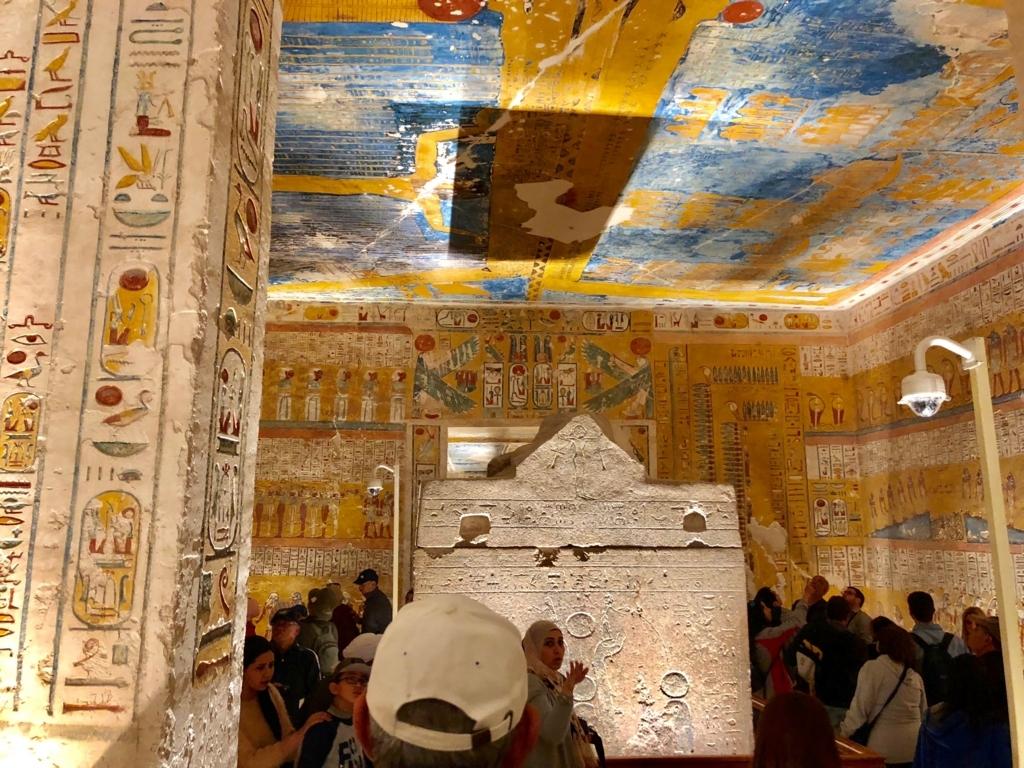 エジプト ルクソール 「王家の谷」ラムセス4世 王墓 玄室 奥から撮影