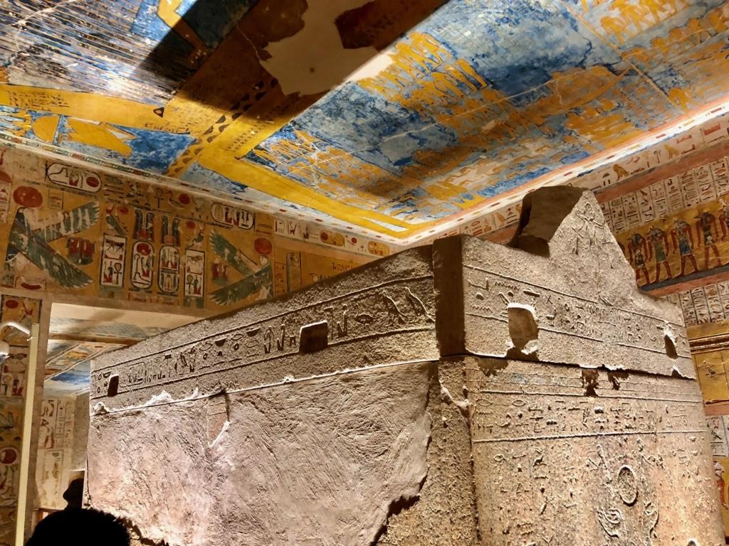 エジプト ルクソール 「王家の谷」ラムセス4世 王墓 玄室 天井「昼の書と夜の書」足側