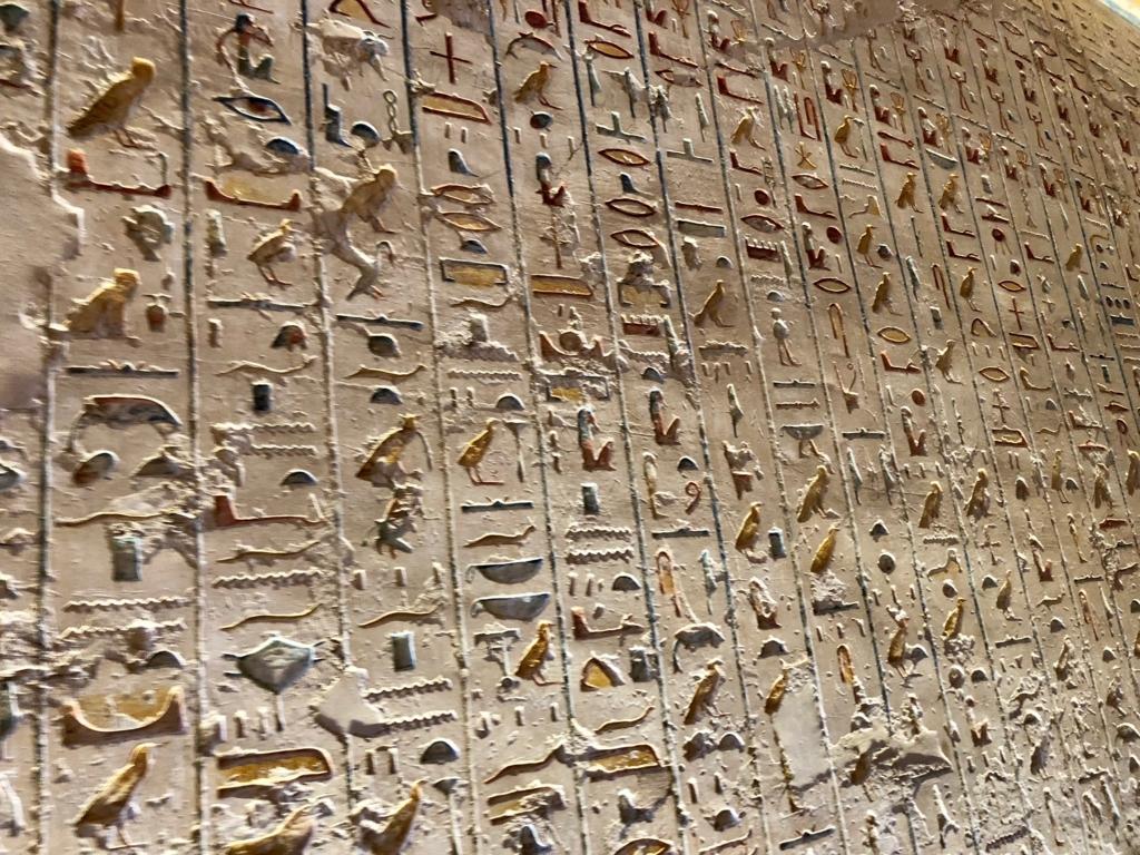 エジプト ルクソール 「王家の谷」ラムセス4世 王墓 通路 壁画 たくさんのヒエログリフ 拡大