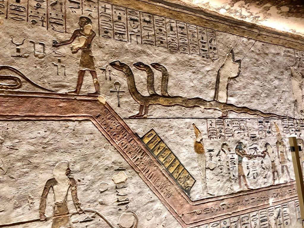 エジプト ルクソール 「王家の谷」ラムセス3世 王墓 通路 たくさんの種類の壁画