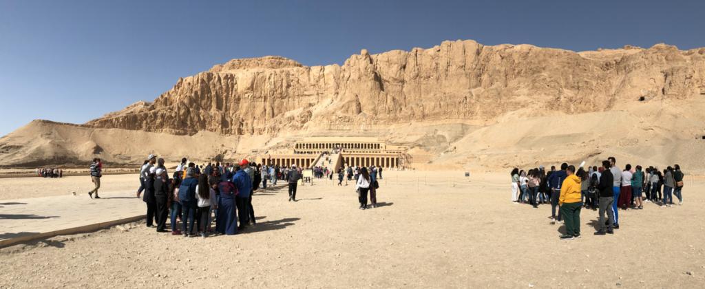 エジプト ルクソール ハトシェプスト女王葬祭殿 断崖に