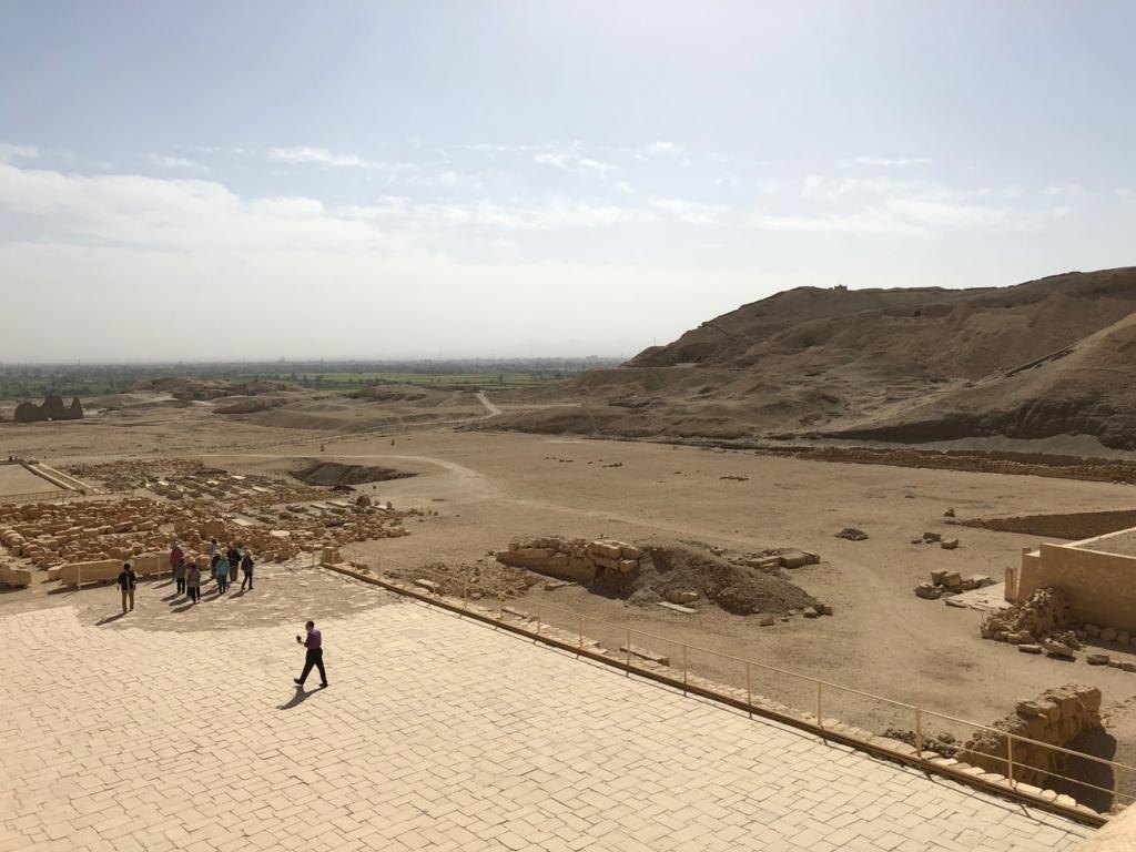 エジプト ルクソール ハトシェプスト女王葬祭殿 3階テラス からの風景