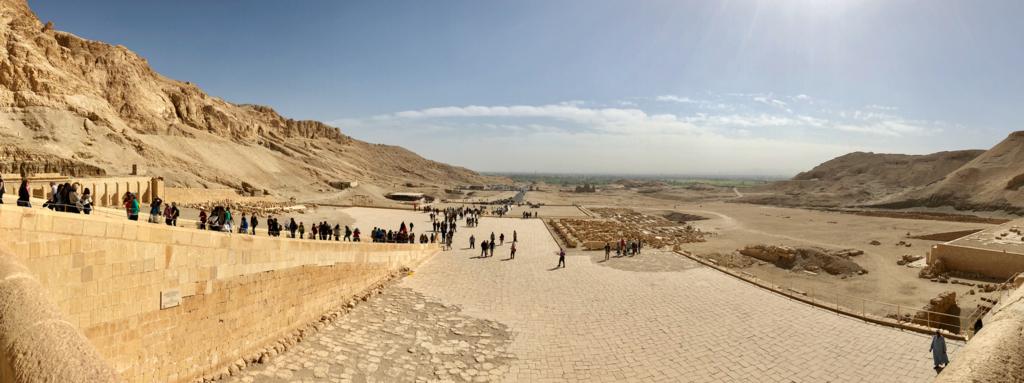 エジプト ルクソール ハトシェプスト女王葬祭殿 3階テラス からの風景 パノラマ撮影