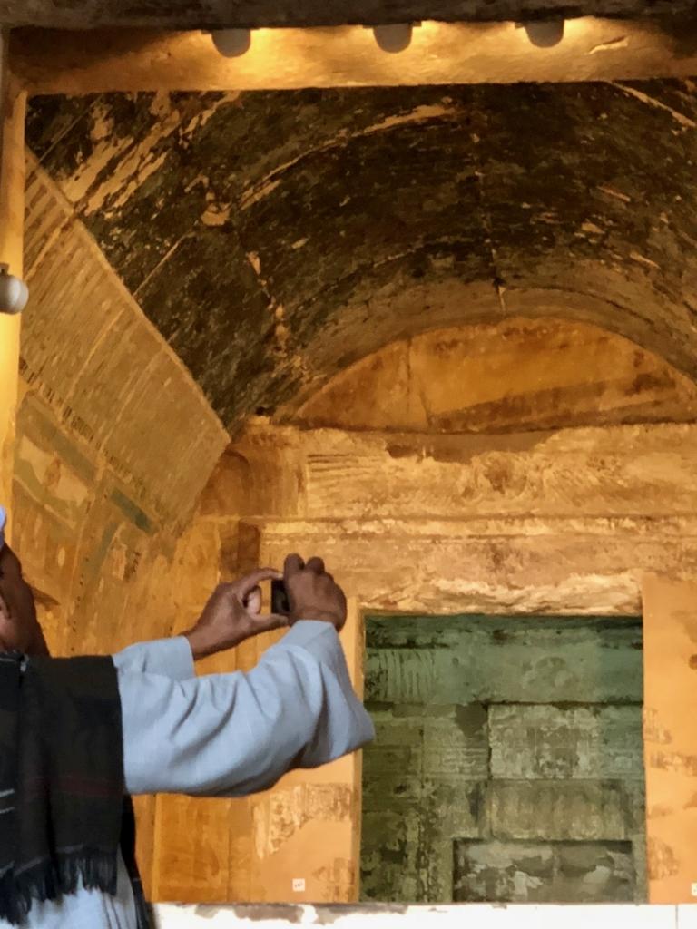 エジプト ルクソール ハトシェプスト女王葬祭殿 3階 至聖所内 立ち入り禁止区域に