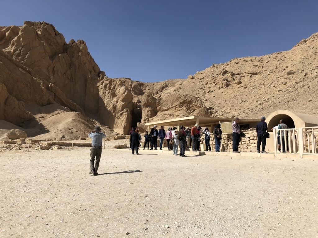 エジプト ルクソール 西岸 王妃の谷「ネフェルタリの墓」待合所と入り口