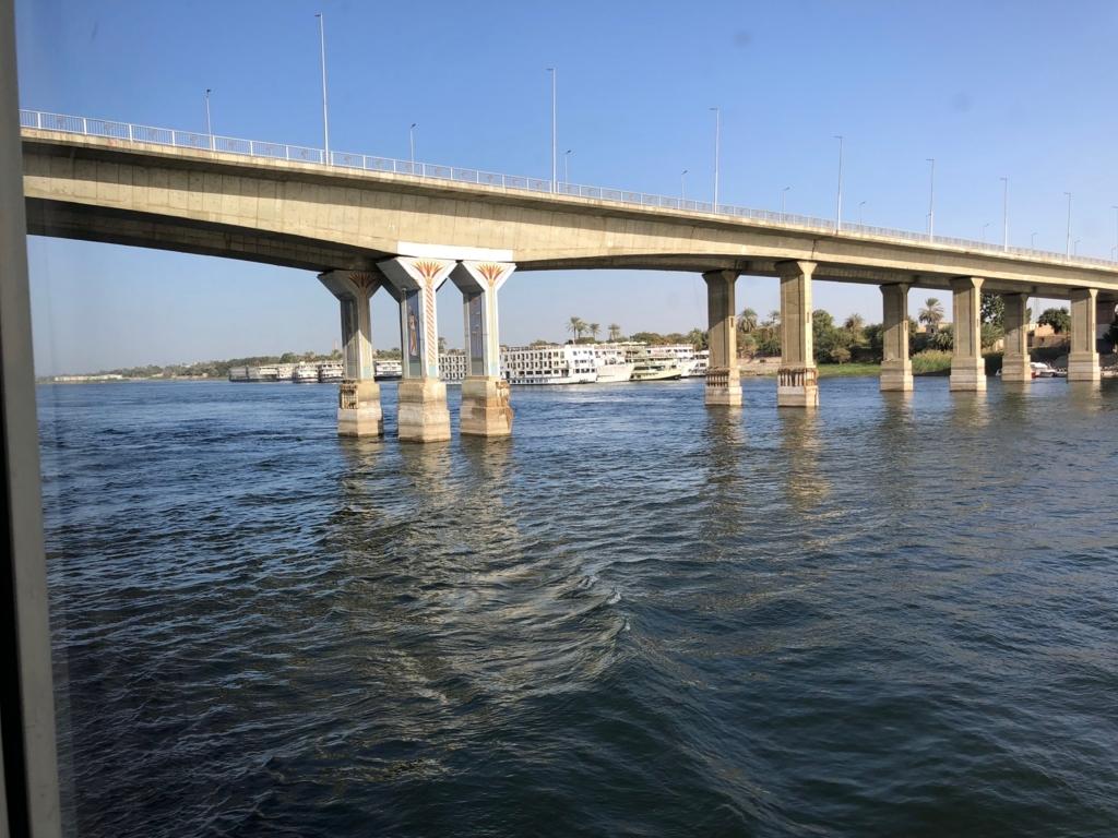 エジプト ナイル川 ルクソール 西岸と東岸を結ぶ橋