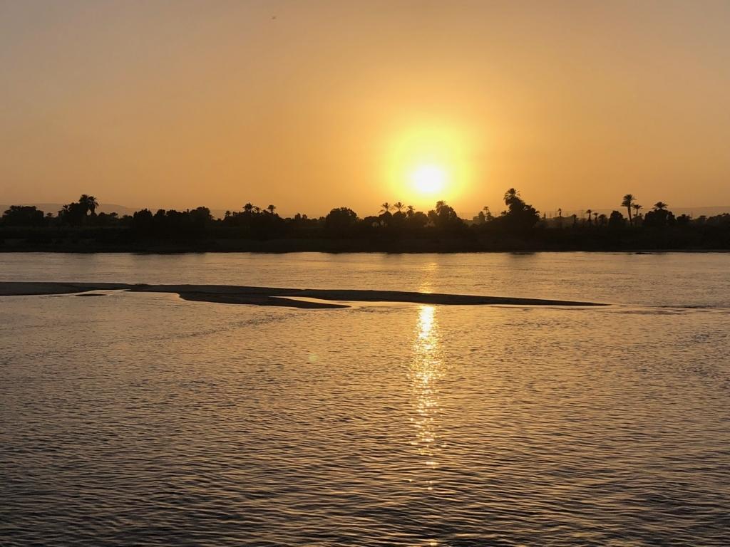 エジプト ナイル川 クルーズ船 MS/PREMIUM からの夕日