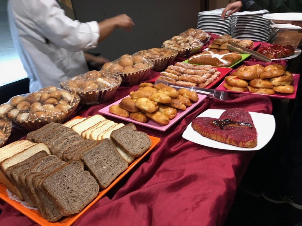 エジプト ナイル川クルーズ船 MS/PREMIUM 朝食バイキング パン、デザート類